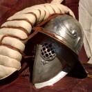 Helm und Schutzkleidung eines Gladiatoren
