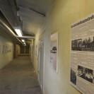 Das Foto zeigt einen Flur mit Ausstellungstafeln