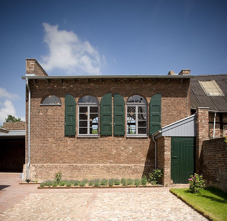 Das Foto zeigt das Gebäude der ehemaligen Synagoge in Titz-Rödingen